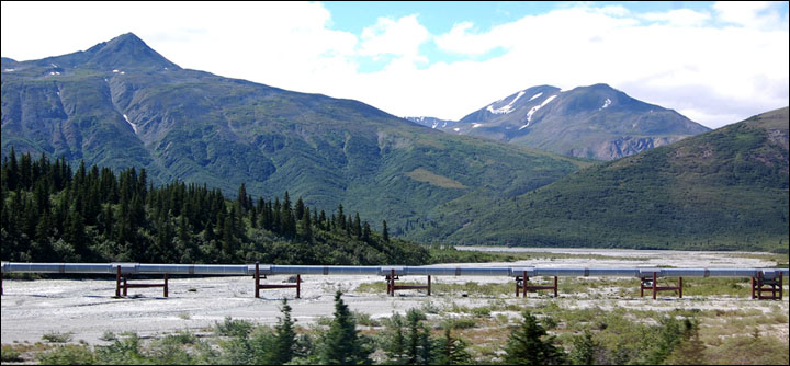 Landscape and Alaska pipeline