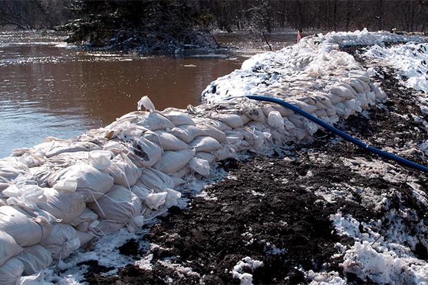 [Photo] Sandbags block off flooding