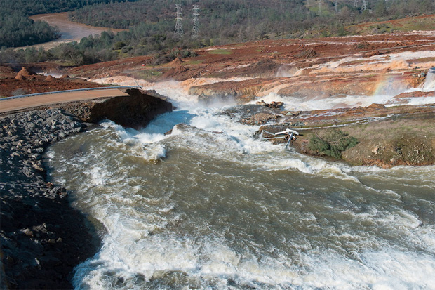 Flooding concerns at Oroville Dam as water levels reach