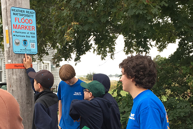 [Photo] Boy Scout Troop puts up flood marker signs