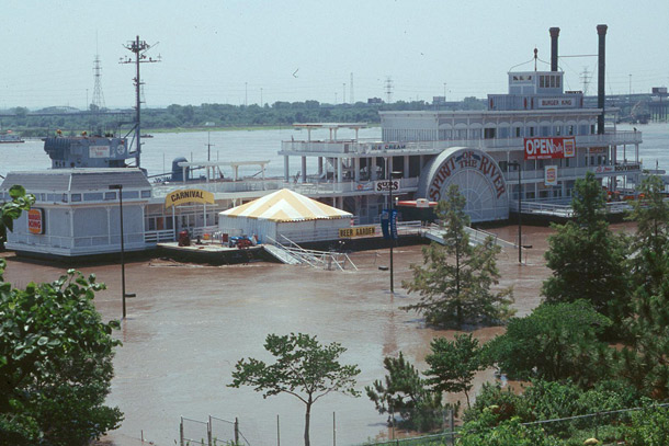 St. Louis riverboat in 1993 flood